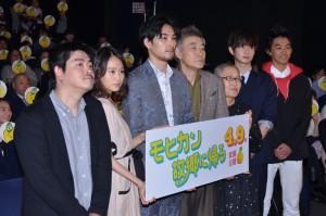 (左から)沖田修一監督、前田敦子、松田龍平、柄本明、もたいまさこ、千葉雄大、小柴亮太