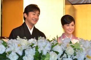 結婚会見を開いた片岡愛之助(左)と藤原紀香