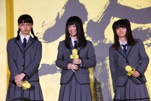 (左から)上原実矩、優希美青、山本舞香