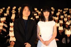 岩井俊二監督(左)と黒木華
