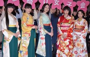 (左から)Perfumeの3人、広瀬すず、上白石萌音
