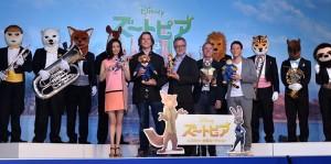 (後列)ズーラシアンブラス、(前列左から)上戸彩、バイロン・ハワード監督、リッチ・ムーア監督、クラーク・スペンサープロデューサー、高橋茂雄