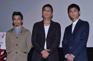 (左から)石井岳龍監督、大杉漣、高良健吾