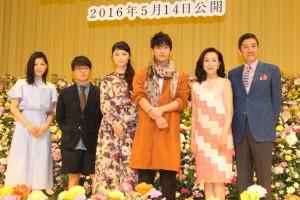 (左から)石井杏奈、濱田岳、宮崎あおい、佐藤健、原田美枝子、奥田瑛二