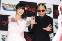 嗣永桃子(左)とMr.マリック