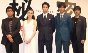(左から)大友啓史監督、栗山千明、岡田将生、松坂桃李、大森南朋