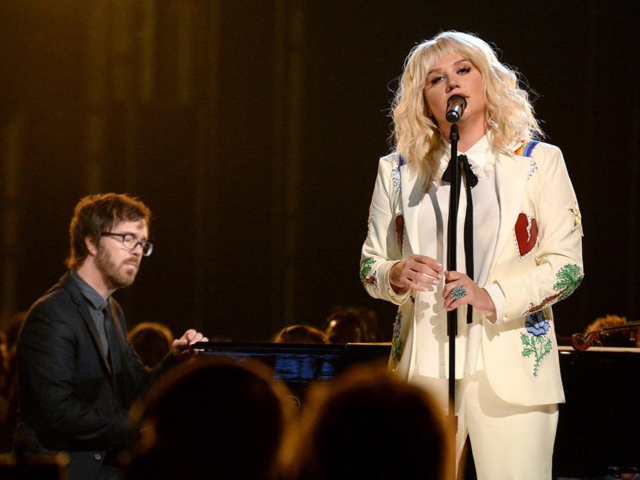 【2016 Billboard Music Awards】マドンナ&スティーヴィー・ワンダー、ジャスティン・ビーバー、リアーナ、アリアナ・グランデなど全18パフォーマンス映像&写真総まとめ 画像11