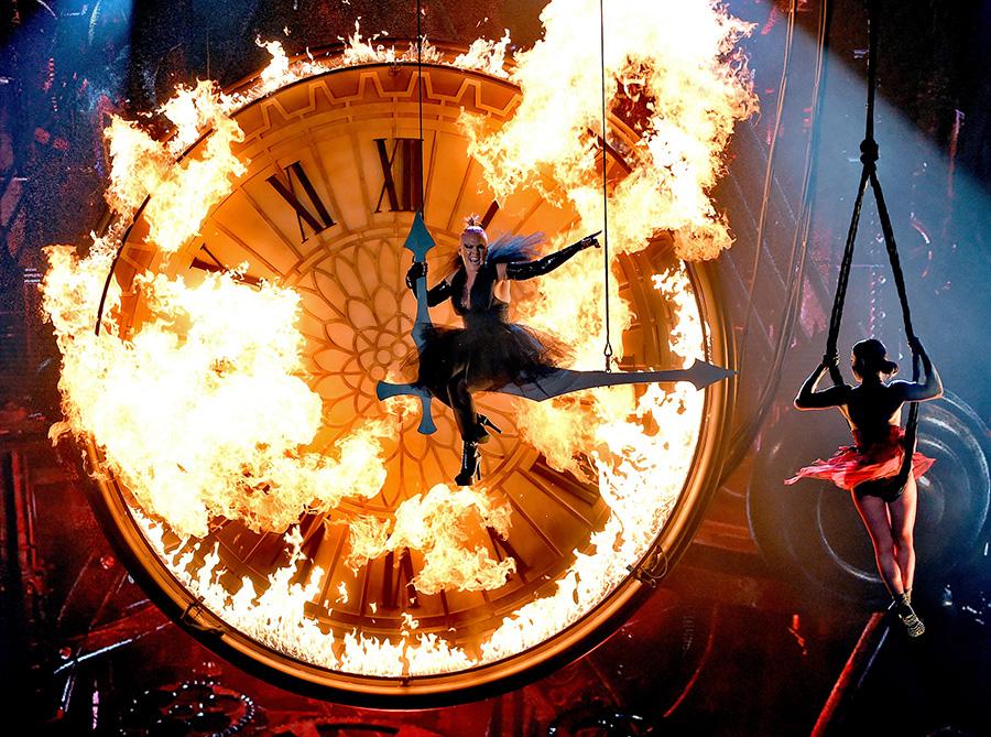 【2016 Billboard Music Awards】マドンナ&スティーヴィー・ワンダー、ジャスティン・ビーバー、リアーナ、アリアナ・グランデなど全18パフォーマンス映像&写真総まとめ 画像7