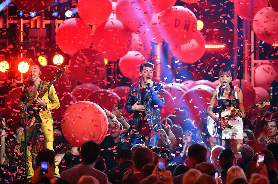 【2016 Billboard Music Awards】マドンナ&スティーヴィー・ワンダー、ジャスティン・ビーバー、リアーナ、アリアナ・グランデなど全18パフォーマンス映像&写真総まとめ 画像10