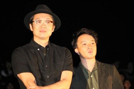 吉田恵輔監督(左)と濱田岳