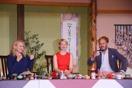 (左から)プロデューサーのスザンヌ・トッド氏、ミア・ワシコウスカ、ジェームズ・ボビン監督