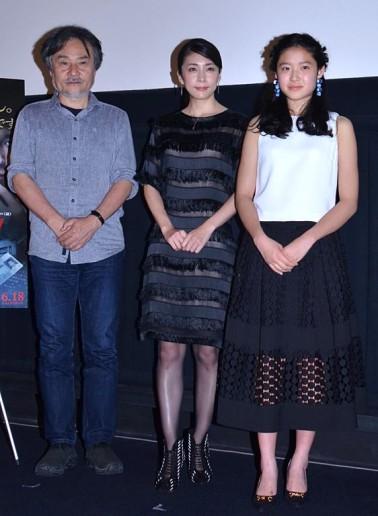 トークショーを行った(左から)黒沢清監督、竹内結子、藤野涼子