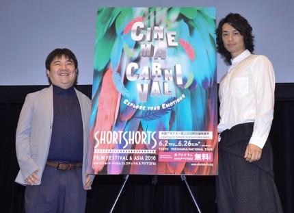 トークイベントを行った井口昇監督(左)と斎藤工