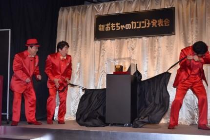 """上島竜兵(左)が初めての""""反撃"""""""