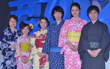 (左から)市原悦子、谷花音、上白石萌音、神木隆之介、長澤まさみ、新海誠監督