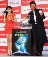 (左から)田中美奈子、ふてにゃん、哀川翔
