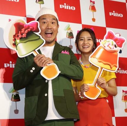 (左から)FUJIWARAの藤本敏史、岡田結実
