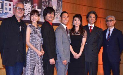 舞台「真田十勇士」のスタッフ・キャストが集合