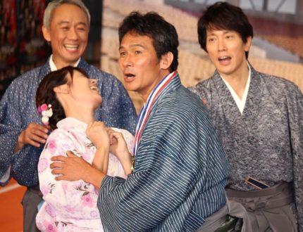 深田恭子(左)にご褒美キスを迫る伊原剛志