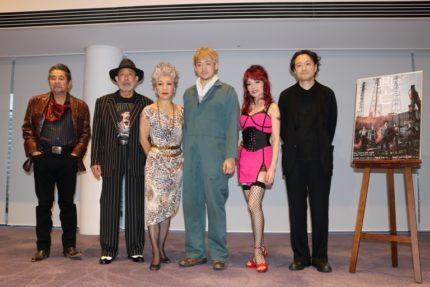 (左から)古谷一行、上條恒彦、中尾ミエ、山本耕史、マルシア、演出の白井晃