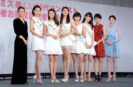 (左から)武井咲、西本有希、中谷モニカ、是永瞳、奥山かずさ、宮本茉由、剛力彩芽、河北麻友子