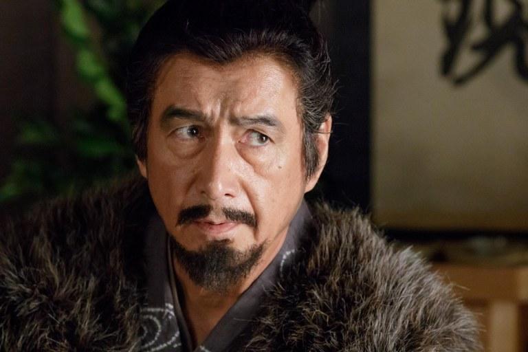 横を見る「真田丸」の草刈正雄