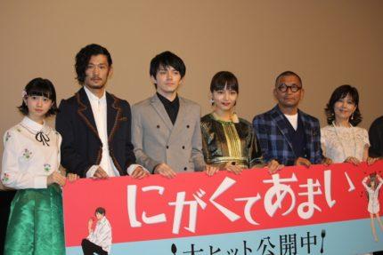 (左から)桜田ひより、淵上泰史、林遣都、川口春奈、中野英雄、石野真子