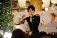"""桐谷健太 同級生からサプライズも!思い出の地""""二子玉""""でリリースイベント開催! 画像1"""