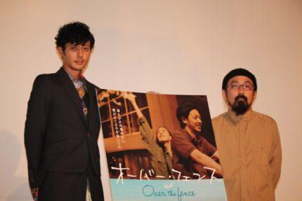 トークショーを行ったオダギリジョー(左)と山下敦弘監督