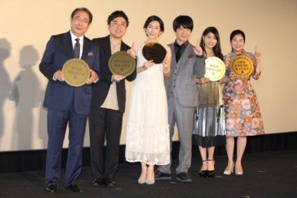 (左から)平泉成、ムロツヨシ、木村多江、内村光良、土屋太鳳、宮崎美子