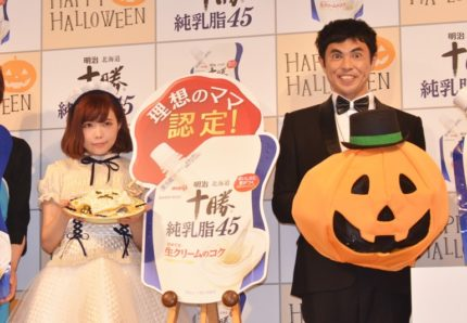イベントに出席した(左から)益若つばさ、小島よしお
