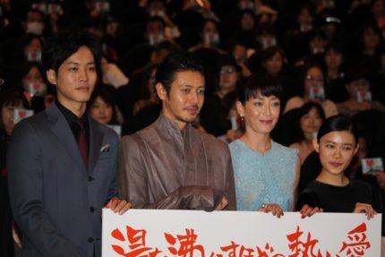 (左から)松坂桃李、オダギリジョー、宮沢りえ、杉咲花