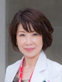 女医の岩倉葉子を演じる伊藤蘭