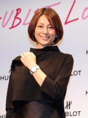 授賞式に登場した米倉涼子