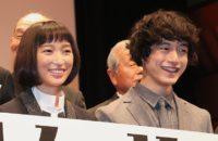 杏(左)と坂口健太郎