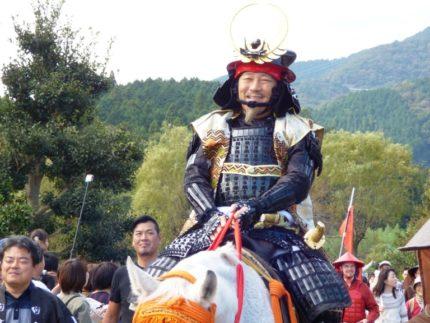 徳川家康に扮した岐阜県の古田肇知事