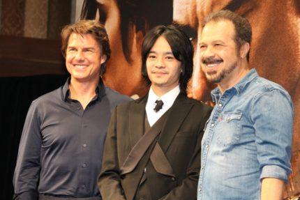 (左から)トム・クルーズ、池松壮亮、エドワード・ズウィック監督