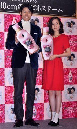 鈴木亮平(左)と蓮佛美沙子