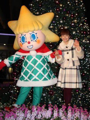 点灯式に登壇したソラカラちゃん(左)と平愛梨