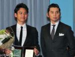 妻夫木聡(左)と本木雅弘