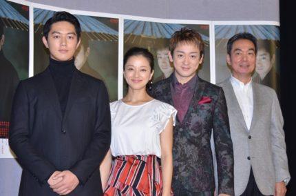 (左から)工藤阿須加、中越典子、山本耕史、長塚京三
