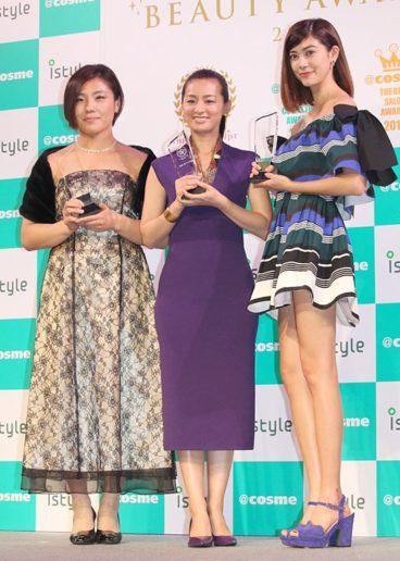 (左から)田知本遥選手、尾野真千子、森星