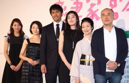 (左から)相武紗季、菅野美穂、阿部寛、天海祐希、富司純子、遊川和彦監督