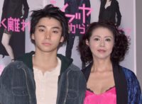 村上虹郎(左)と小泉今日子