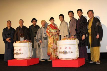 (左から)鈴木雅之監督、近藤正臣、田口浩正、濱田岳、綾瀬はるか、堤真一、平山浩行、高嶋政宏、風間杜夫