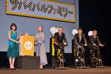 (左から)葵わかな、深津絵里、小日向文世、泉澤祐希、矢口史靖監督