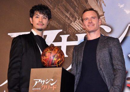 イベントに登場した(左から)斎藤工、マイケル・ファスベンダー