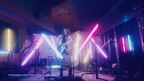SCANDAL ベストアルバム収録曲「FREEDOM FIGHTERS」スタジオライブ映像公開 画像1