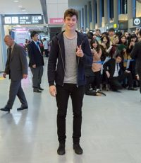 ショーン・メンデスが初来日、150人のファンが空港でお出迎え 画像1