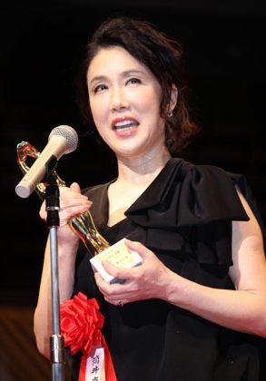 女優主演賞を受賞した筒井真理子